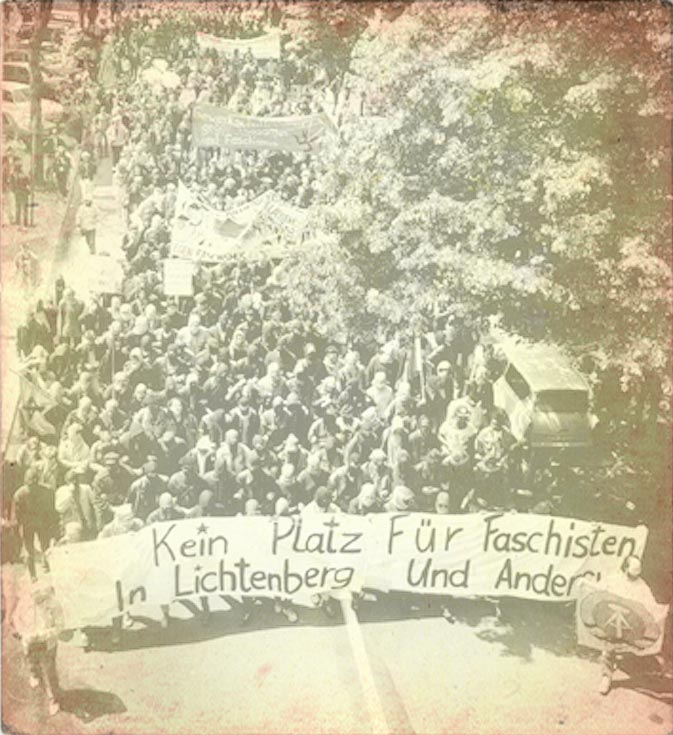 "Berlin-Lichtenberg 1990 - Demonstration Gegen die Zentrale der ""Nationalen Alternative"""